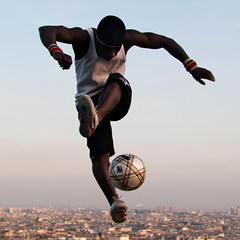 (ZespiraL) Tags: paris france ball foot soccer ballon montmartre juggling jongle iyatraore freestylesoccer httpiyatraorecom