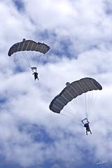 Geypermans (Xicu) Tags: army military asturias militar gijon exibition ejercito paracaidas paracaidistas exibicion