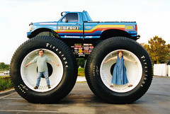 Mum and Dad and Bigfoot (Robotik: Michael) Tags: bigfoot monstertruck