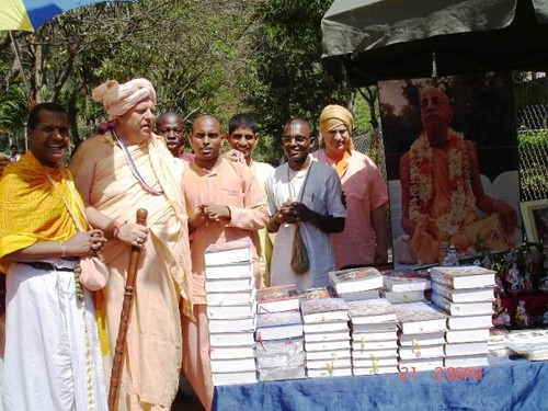 H H Jayapataka Swami in Tirupati 2006 - 0042 por ISKCON desire  tree.