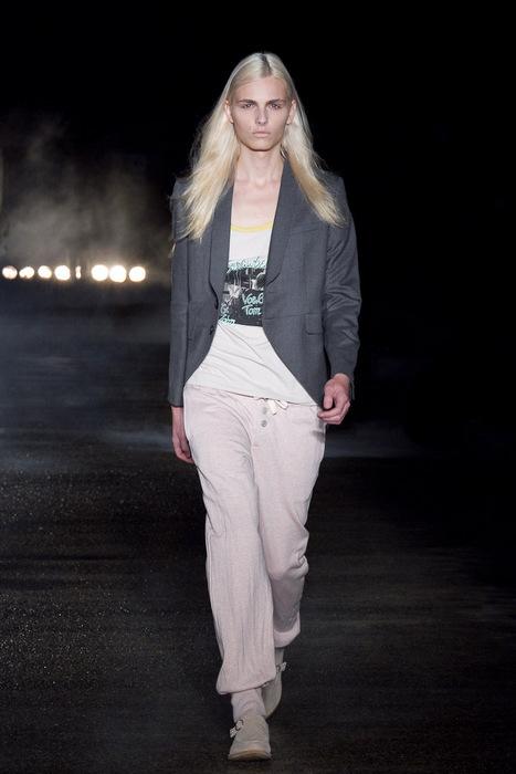 Andrej Pejic3052_SS11_SS11_Tokyo_Davit MEURSAULT(Fashionsnap)
