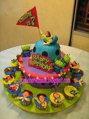 Toy Story theme birthday cake (Jcakehomemade) Tags: toystory buzzlightyear woody aliens mrpotatohead jessy mrspotatohead charactercake slinkydog kishen noveltycake cartooncake childrenbirthdaycake toystorycupcakes toystorybirthdaycake jcakehomemade