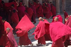 motion (Maggie's World ...) Tags: china sun motion ceremony tibetan redriver qinghai monasteries noonday taersi youngmonks abigfave