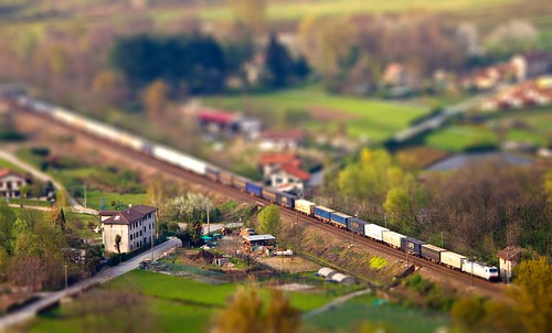 Tilt-shift train