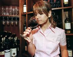 El vino, por historia y tradición, la bebida nacional de los argentinos
