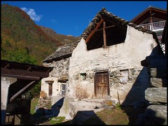 Pizzanco, frazione di Bognanco, Ossola (emilius da atlantide) Tags: panorama mountains alps rustico case alpi ossola valdossola baite bognanco emilius frazioni alpilepontine pizzanco