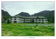 { T S U N A M I (3) .. (Nasser Bouhadoud) Tags: 2005 trip holiday green canon thailand island 350d hotel inn phi tsunami after nasser saher qatari    allil
