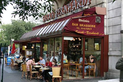لرحلة مميزة فى الربيع عليك السفر إلى باريس مجلة بوردنج