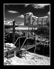 Porte d'entre (jean rachez's photos) Tags: pniche marne maisonsalfort
