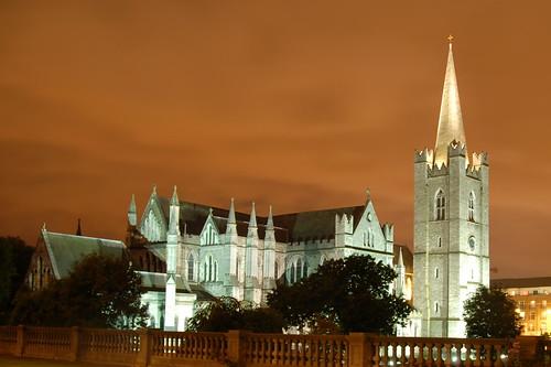 Ireland's Largest Church por Philip Campbell.