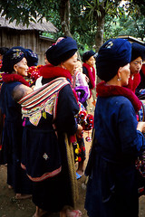 Yao woman (Linda DV) Tags: people cute barn children geotagged thailand kid asia southeastasia child young culture tribal scan clothes kind criana tribe ethnic minority motherchild enfant nio motherandchild yao tribo stam indochine hilltribe indochina slidescan ethnology mien dziecko tribu bambino stamm   ethnicminority  lapsi  copil dijete trib  dt trib  heimo minoritethnique  stamme  pokolenia minorit ethnischeminderheid  minderheid  lindadevolder  plemena pokolen