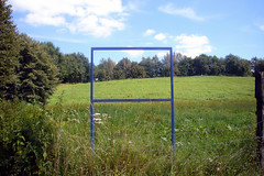07-08-17-9  Framed Landscape (GALERIEopWEG) Tags: travel sculpture abstract art found deutschland gallery kunst remix beelden skulptur sculptuur exhibit galerie exhibition explore exposition 12 recycle foundobject beeld weg 2007 abstrakt expositie reuse tentoonstelling documenta rmx objettrouve gevonden hergebruik explored trouvailles ssbd marcelprins galerieopweg mobiloergosum sculpturetrouvee sculpturetrouve peinturetrouve istdaskunstoderkanndasweg