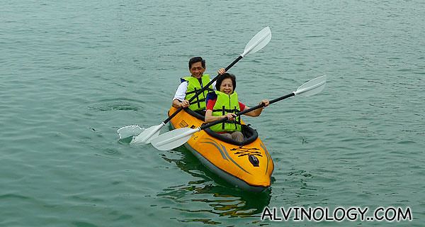 Meiyen's parent got on the kayak too