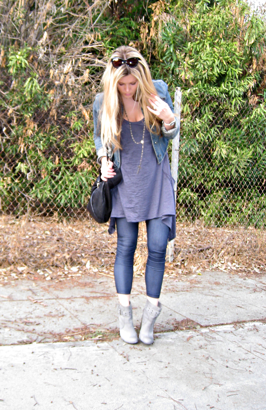 cat eye sunglasses+long blonde hair+jeggings+ankle boots+denim jacket
