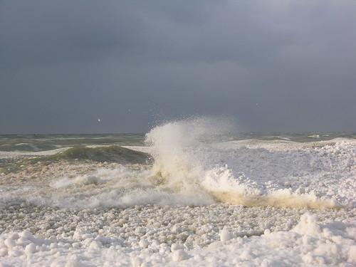 Ice balls and cold waves on Lake Michigan