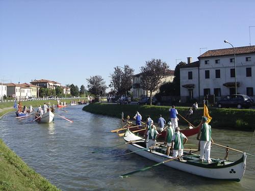 gondolas por el rio