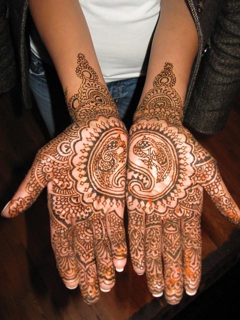 رسومات حنة جديدة لعروسة سيدات مصر - نقوش حناء 2012 - رسم حنة 2012 1137869453_8a5c9484b