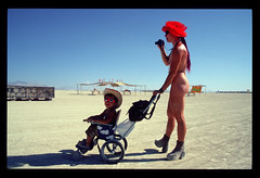 naked woman with child - by billyhunt