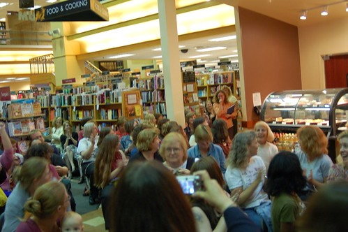 Crowd waiting for the Yarn Harlot