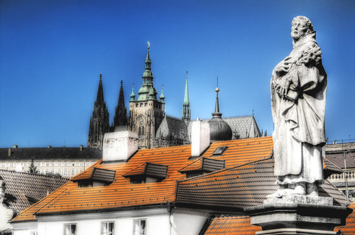 Statue and cathedral. Prague. Estatua y catedral. Praga