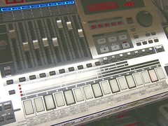 Roland sampling groovebox