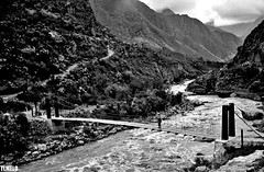 Crossing the River - Rio Vilcanota o Wilcamayu - Inca Trail - Ollantaytambo - Peru (TLMELO) Tags: bridge white black film peru rio branco brasil trekking river hiking hike preto ponte climbing backpacking backpack tiago filme machupicchu thiago justdoit ican melo idid impossibleisnothing keepwalking thiagomelo ollataytambo abigfave aplusphoto flickrelite vilcanotaowilcamayu tlmelo dotheimpossible