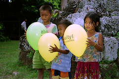 Phnom Chisor. Balloon children. (Linda DV) Tags: 2001 travel people cute barn children geotagged kid asia cambodia child young culture kind criana enfant nio dziecko bambino    lapsi copil dijete  dt   phnomchisor  culturaltravel lindadevolder  photonegativescan