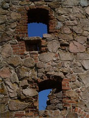 Peeking at the sky (Kirsten M Lentoft) Tags: blue summer sky castle window denmark hole ruin bornholm hammershus supershot abigfave aplusphoto momse2600 kirstenmlentoft