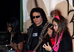 GHII-j (Turtle Beach) Tags: genesimmons turtlebeach earforce guitarhero2 guitarheroii