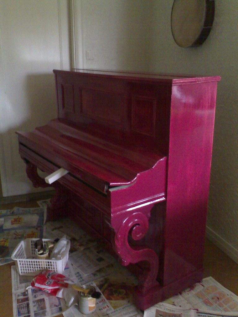 anilliininpunainen piano