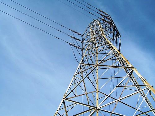 Cielo y cables, acostumbrarse a lo urbano. - Nando © 2007 -