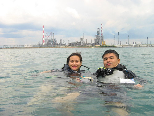 Diver Sherle and volunteer guide Edd Ong