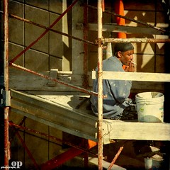 The Smokin' Break (Osvaldo_Zoom) Tags: italy building work construction nikon break labor smoking worker pause calabria immigrant d80