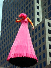 Street performer in Battery Park City (Super Happy Eats) Tags: street nyc newyorkcity pink woman art streetperformer batteryparkcity