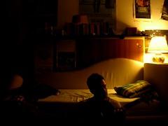 seduto in riva al letto - by grazie, davvero
