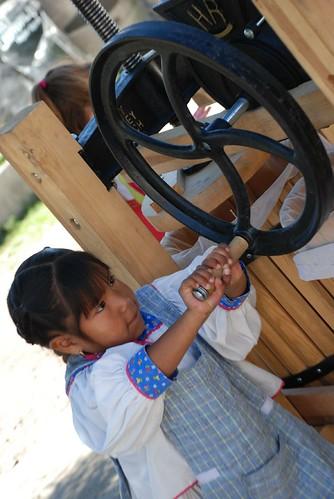 making apple juice 012