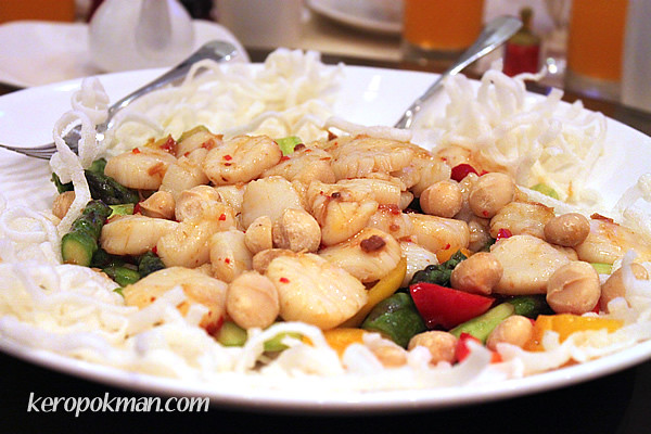3rd Course: Sauteed Fresh Scallops, Asparagus with Macadamia Nuts in XO Sauce