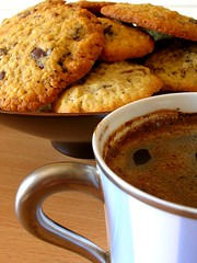 Coffee and cookies (Sandrine 87) Tags: tasse coffee caf cookies oneofakind gateaux chocolat thebigone 25faves mywinners flickrhearts amazingshots goldenphotographer diamondclassphotographer flickrdiamond theothervillage superhearts smacznego spectacularphotos
