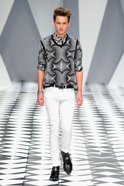 Jakob Hybholt3636_SS11_Milan_Versace(daylife)