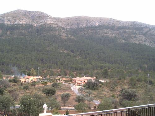 Fabulosas vistas a toda la montaña de Finestrat. Solicite más información a su inmobiliaria de confianza en Benidorm  www.inmobiliariabenidorm.com