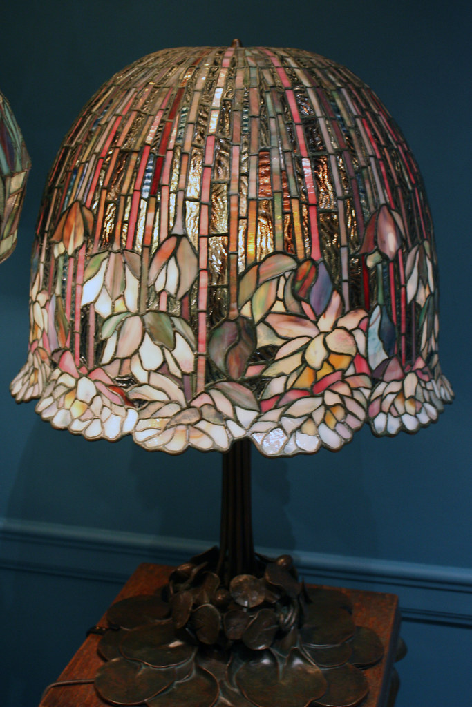 Table Lamp with Lotus Shade