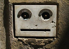 fossilised early cyberman (estherase) Tags: door venice italy holiday face findleastinteresting bell explore blogged foundface doorbell faved emssimp