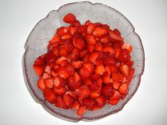 Erdbeeren (BenJTsunami) Tags: photo strawberry foto dish bowl pan schssel erdbeeren tureen