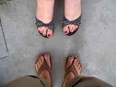365days-day128-toe 2  toe (daradactyl) Tags: toes jessica pedicure day128 354days wegotflowestoo muchneededgirltime