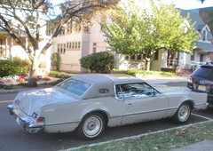 Lincoln Continental Mark IV (smaginnis11565) Tags: lincoln luxurycoupe operawindows sparetirebulge continentalmarkiv landauvinylroof
