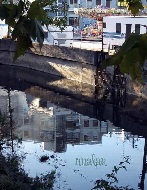 la feria no se refleja en el rio... es una ilusion
