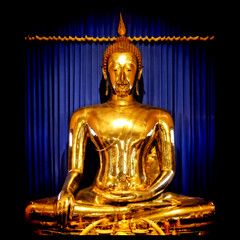 The Fascinating Story of the Wat Trimitr: Sukhothai Golden Buddha (DocTony Photography) Tags: travel canon thailand temple bravo searchthebest bangkok buddha monks wat siam sukhothai 30d goldenbuddha wattrimitr interestingness7 magicdonkey flickrsbest 1755is aplusphoto goldenphotographer doctony psc4buttons