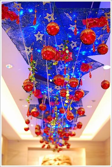 電梯等候區天花板的裝飾