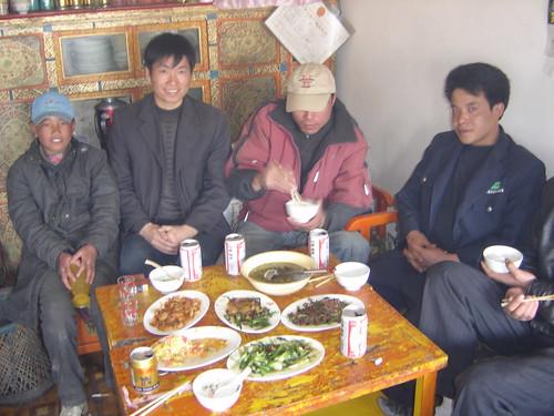 Almuerzo conIngenieros tibetanos