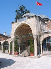 Sokollu Mehmet Paa Camii, accs ouest par la medersa (cercamon) Tags: istanbul mosque cami estambul mosque kadirga avlu mimarsinan sokullu sokollumehmetpasha kadrga sokollumehmetpaacamii sokollumehmetpaa kadirgasokullumosque